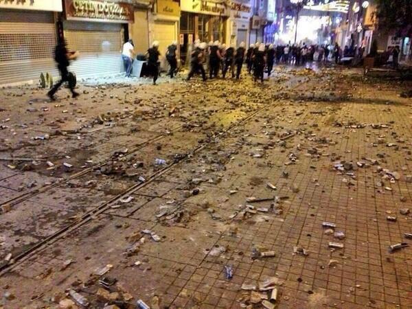 Korkma... vimeo.com/11479652 @GencIz_Official #direngeziparki #Direnizmir #Occupyturkey pic.twitter.com/3goVBAx8HN