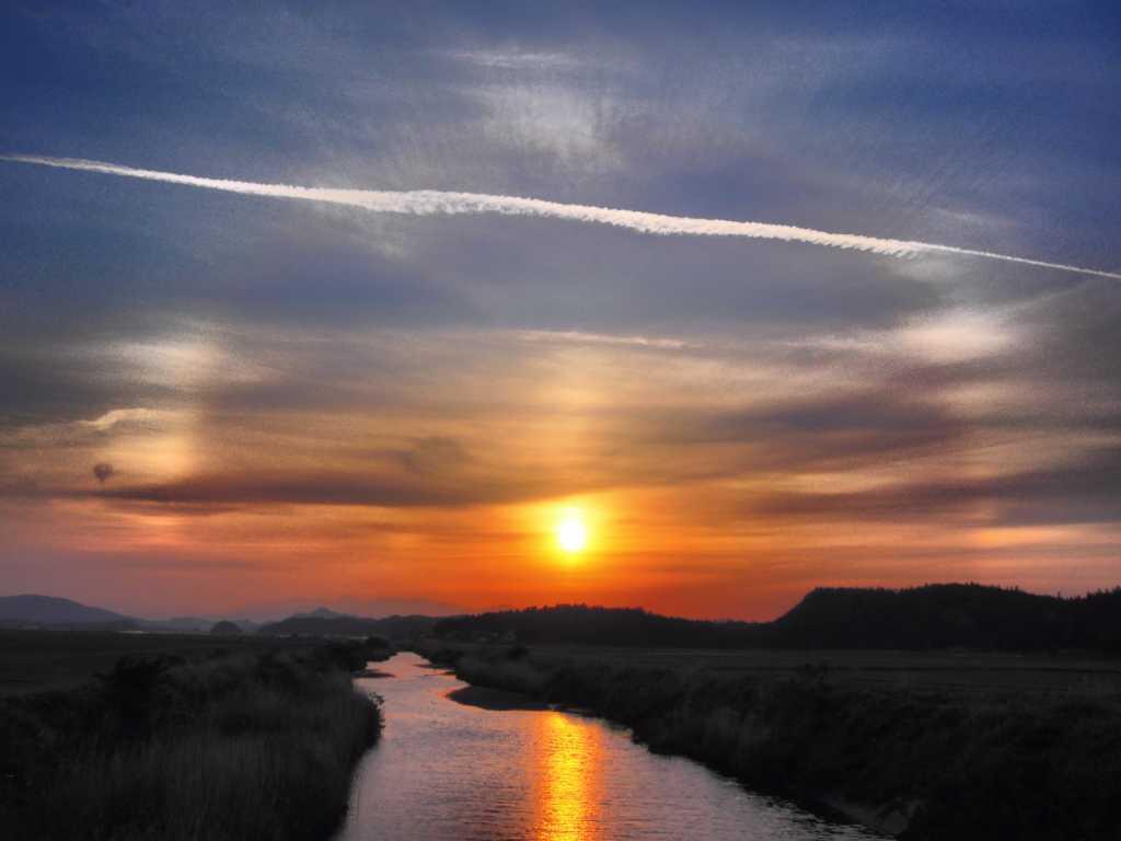 日暈の夕日