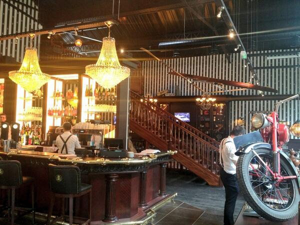 Au bureau un bar brasserie à thème