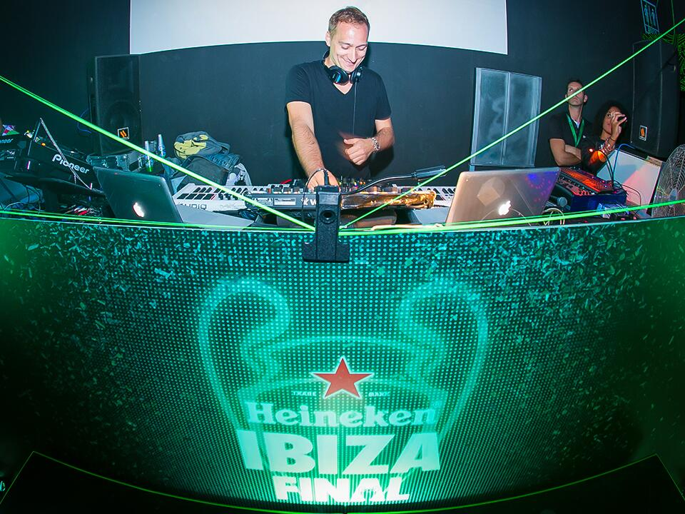 Twitter / paulvandyk: Just played at the @Heineken ...