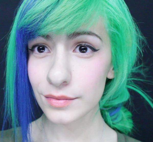 Cabello azul verde