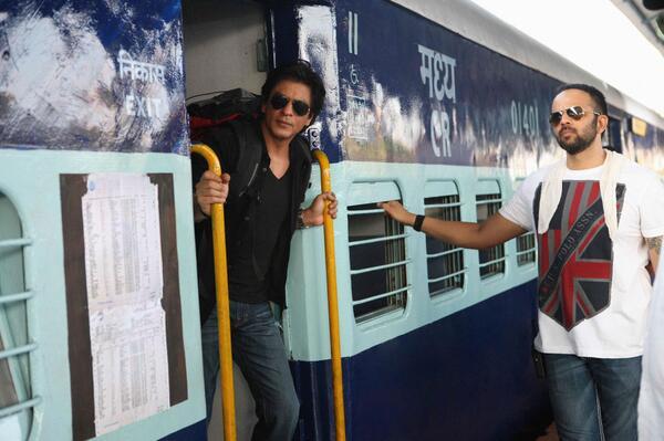 Chennai Express - Страница 5 BLF-ih3CAAAIYtX