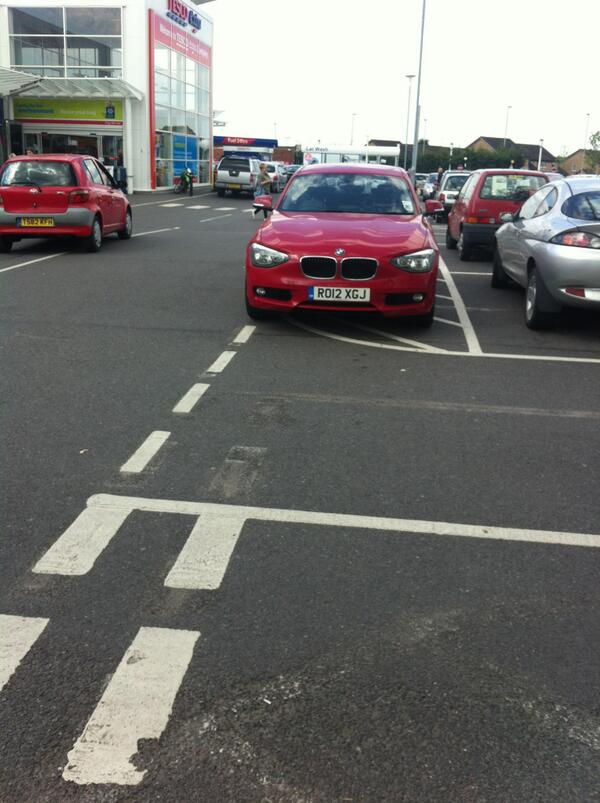 RO12 XGJ displaying Inconsiderate Parking