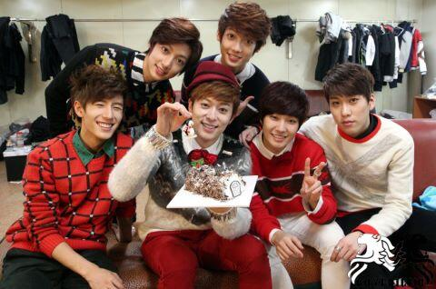 #Picspam Chukkahae @G_BoyFriend for your 2nd Anniversary. You guys have do good job all this time! #BOYFRIEND2ndAnniv http://t.co/cUt9lhDw1C