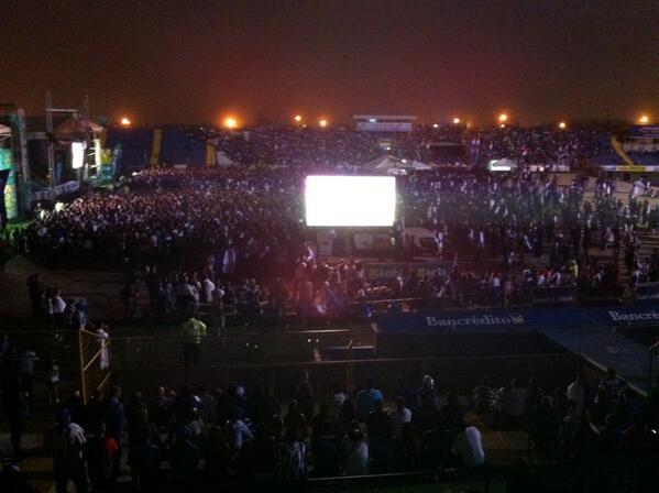 Así está el ambiente en el Estadio Fello Meza @MonumentalCR http://pic.twitter.com/6sgUjOLXWT