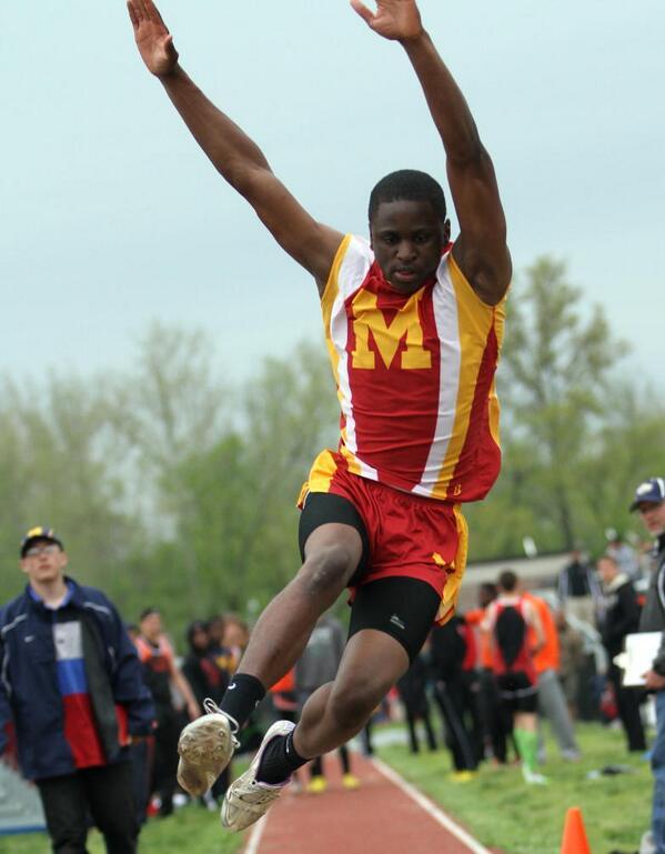 2012-13 IHSA 2A State 3rd Place Long Jump - Donald Kellum<br>http://pic.twitter.com/42vX3TnKIq