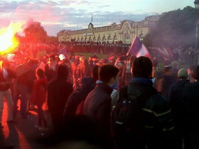 La charge des Veilleurs du 26 mai 2013, à Paris BLN3KX4CEAEiyLf