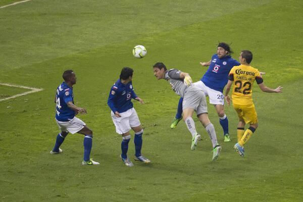 Moises Muñoz scoring a last minute goal