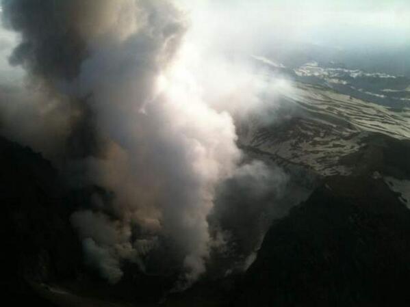 """@BomberosdeChile Fumarola del volcán Copahue"".  / Última foto de ayer del lado chileno @Agustinavivanco pic.twitter.com/SJHNaO94dE"