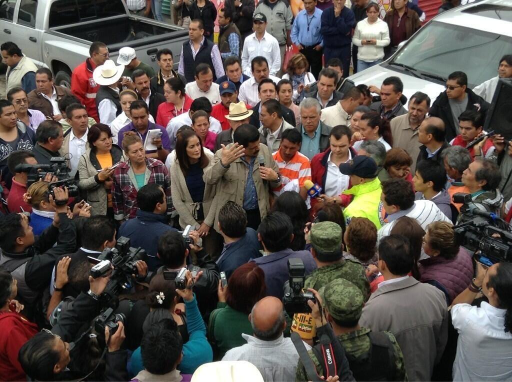 El gobernador, Francisco Olvera, recorrió las calles de Tepeji para cuantificar daños. Fuente: Gobierno de Hidalgo.