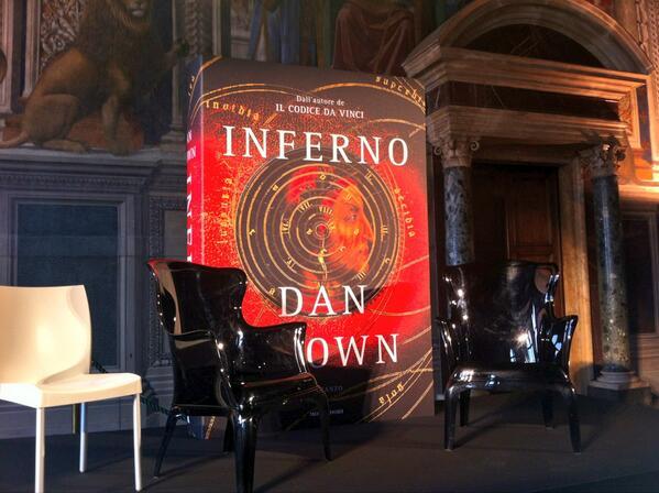 Scendo all'#infernoDB di #danbrown.A Palazzo Vecchio fra poco il diabolico autore @Librimondadori incontra la stampa pic.twitter.com/zGUTPhSADL