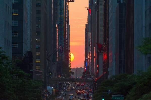 The definition of a great city, here comes the sun #potential #manhattanhenge pic.twitter.com/2TcAX0NbaB