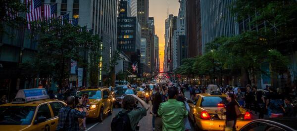 #manhattanhenge in NYC last night. Gorgeous sunset pic.twitter.com/9swD9Q7KBR