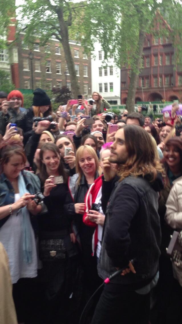 Concert improvisé à Londres - #MarsFlashLondonShow BLheZ8UCMAAP01b