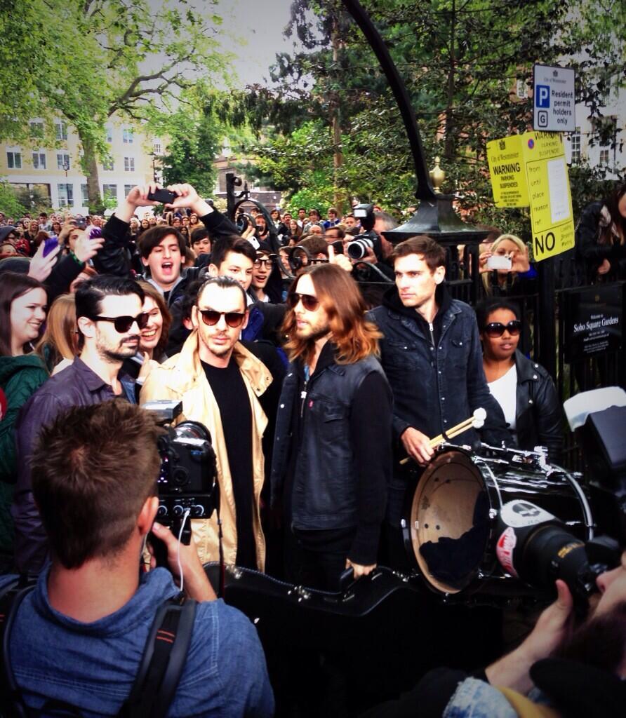 Concert improvisé à Londres - #MarsFlashLondonShow BLhfFP9CUAEfuQ3