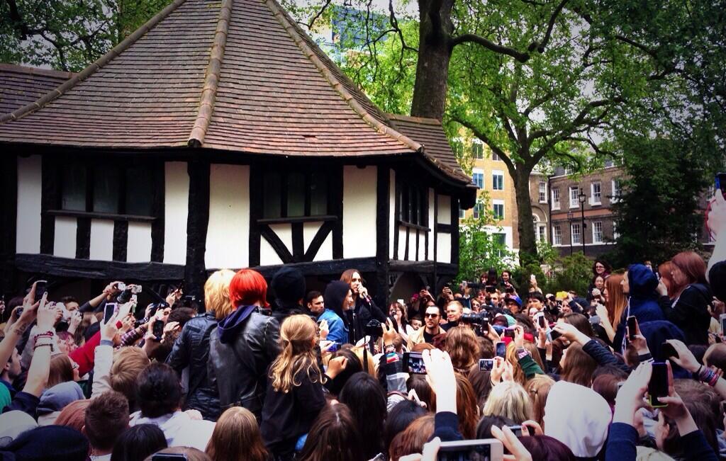 Concert improvisé à Londres - #MarsFlashLondonShow BLhjdLyCUAEexw-