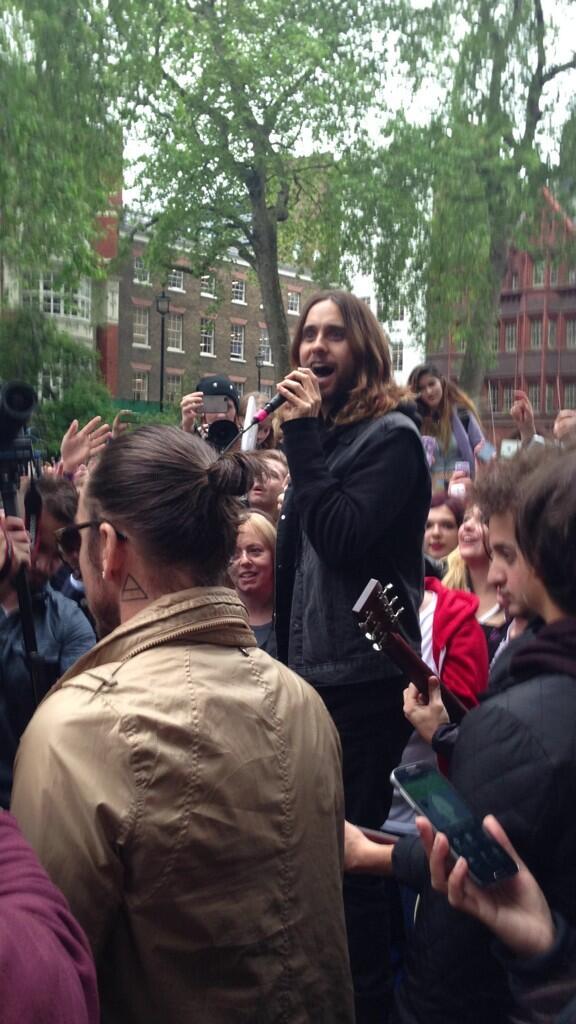 Concert improvisé à Londres - #MarsFlashLondonShow BLhqXDWCIAIH70Y