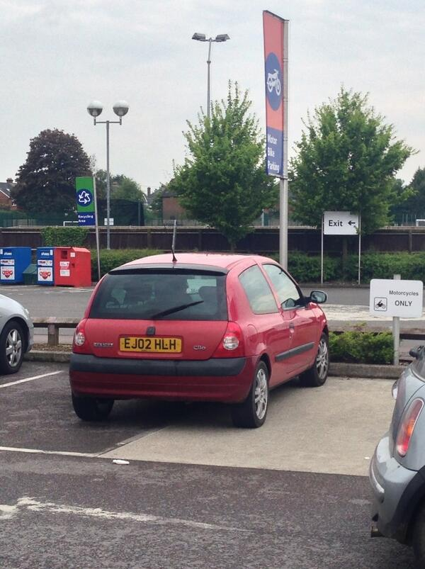 EJ02 HLH displaying Inconsiderate Parking