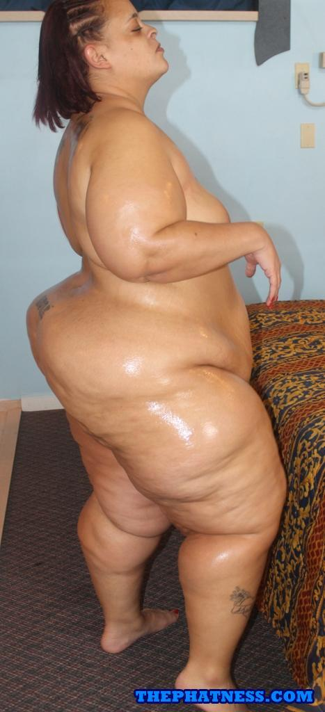 ssbbw-standing-on-man