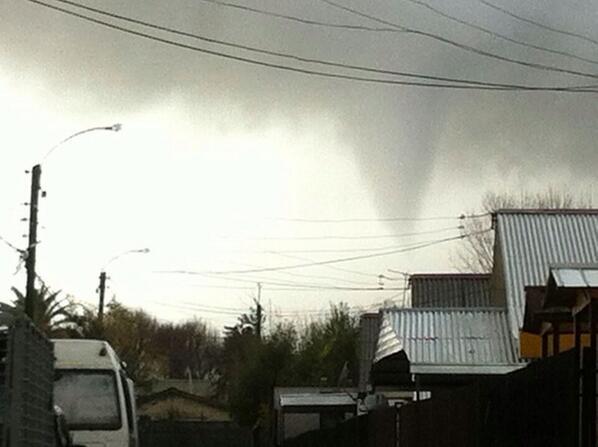 """OTRA FOTO: del Cono o """"semi tornado"""" que transitó por San Carlos pic.twitter.com/jVKA8KonK2"""