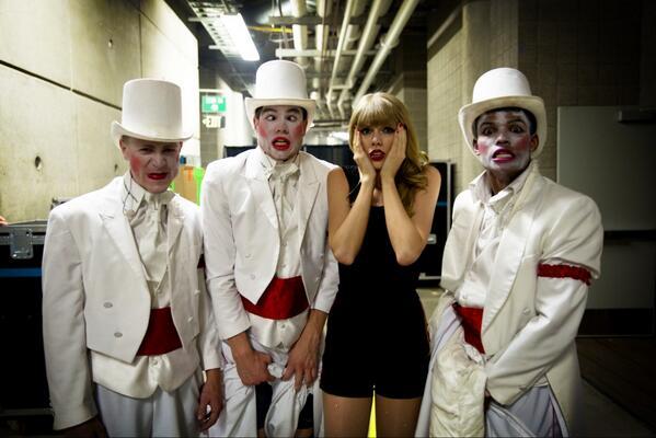 Taylor en las redes sociales (Facebook, Twitter, Instagram, Tumblr...) - Página 3 BLuz5d0CEAA_SiP