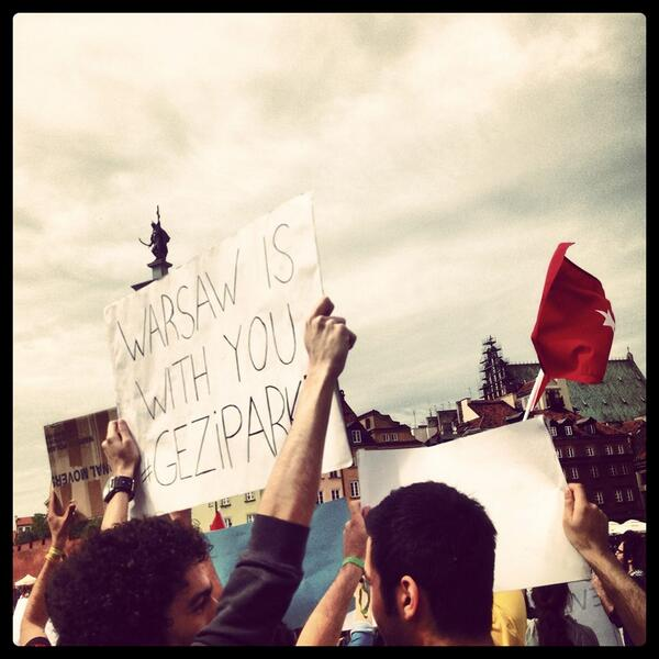 WARSAW IS WITH YOU GEZIPARK #OccupyGezi #OccupyTurkey #BuBirSivilDirenis #DirenGeziParki #DirenBesiktas #taksim pic.twitter.com/VJdyQYkeHj