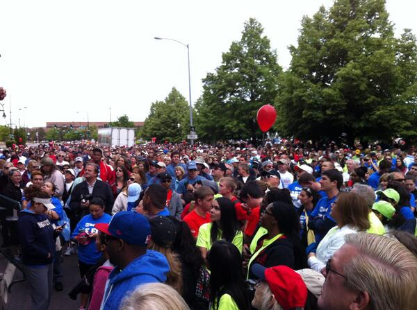 Check out the crowd and the Heartwalk! 17k? Wow! #denverwalk http://pic.twitter.com/AGjdUfVpk3