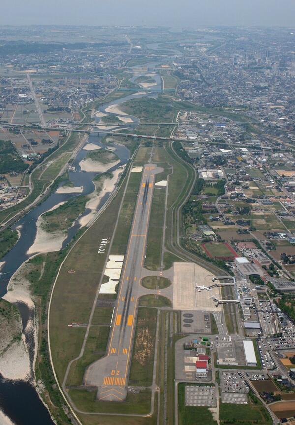 """朝日新聞航空部 on Twitter: """"富山空港は特徴のある空港です。写真を見 ..."""