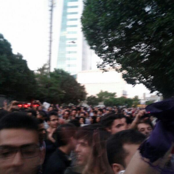 ‌Pic: celebration in Tabriz over Rohani's victory #Iran #Iranelection  via @Vahid pic.twitter.com/HVxrccdJyH