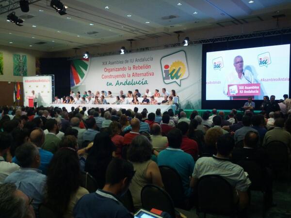 Lleno en la #asambleaandaluza para escuchar a @cayo_lara pic.twitter.com/7IAiRVhAaw