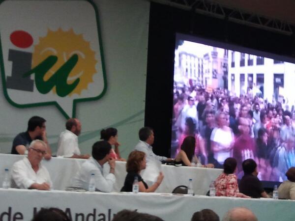 Somos andaluces y de izquierdas porque solo el pueblo defiende al pueblo!! #AsambleaAndaluza http://pic.twitter.com/mquM9ftr12
