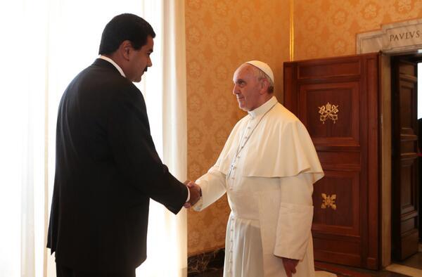 #LAFOTO @NicolasMaduro afirmó que era un honor conocer a @Pontifex_es y dijo estar muy impresionado y feliz http://t.co/umgfwdolSb