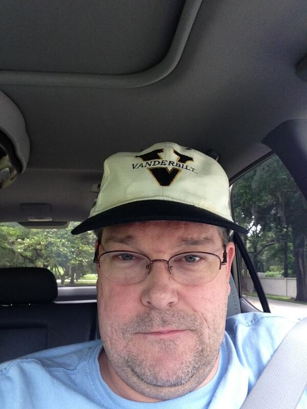 @vucommodores @clayphillips27 yup!  Waiting for daughter's bus... pic.twitter.com/F2UMjhQH3P