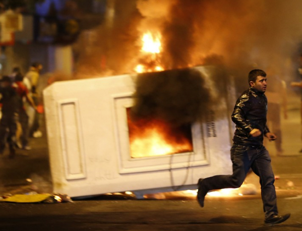Clashes overnight in #Ankara, from updated @reuters photo gallery. http://bit.ly/18HBrLN http://pic.twitter.com/kSmCNqsxlM