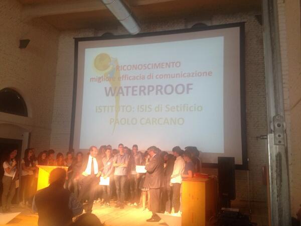 """Premio miglior 'Fattibilità e Innovazione' a """"ISIS P. Carcano"""" per il progetto *Waterproof* #innacqua pic.twitter.com/YStfIBosxz"""