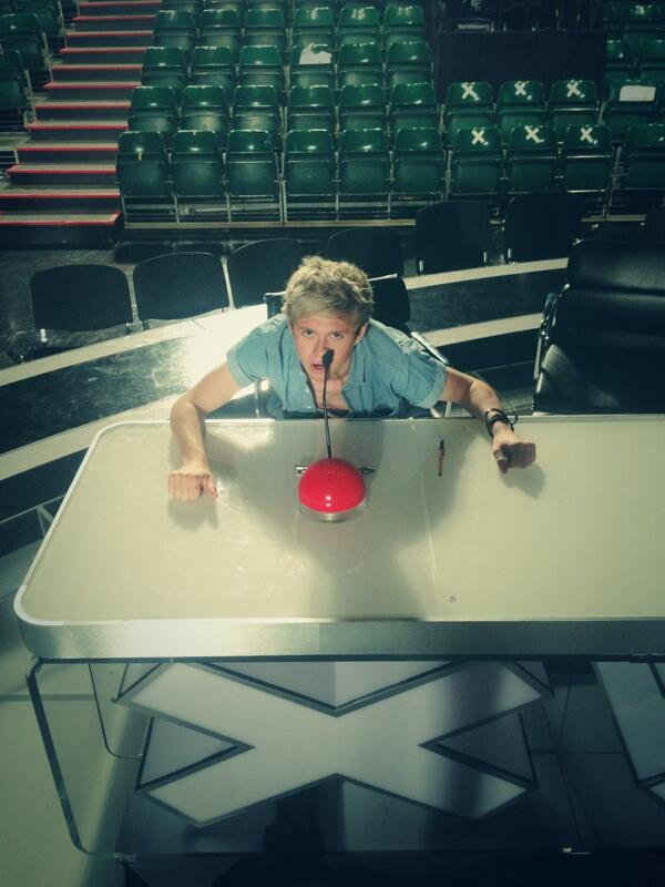 """@Harry_Styles: Niall gets confused. Your seat was warm. And squishy. http://t.co/e7l6YqYIBp"" Don't sit on @SimonCowell 's seat. It's damp."