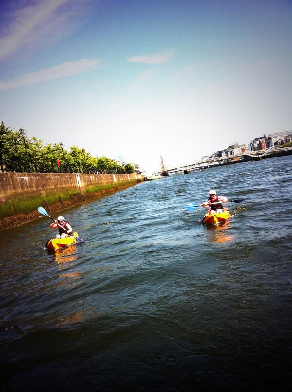 Splish! Splash! We're kayaking on the River Liffey. Awesome fun! #Dublin48 pic.twitter.com/GJ2E1WIj3x