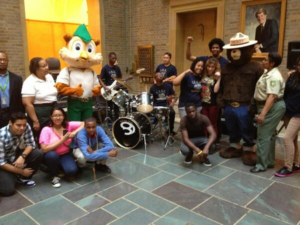 Columbia Heights Educ Campus Bell multicultural HS band & green team rock the opening. & they have a @peoplesgarden! pic.twitter.com/s8X5wqkHxq