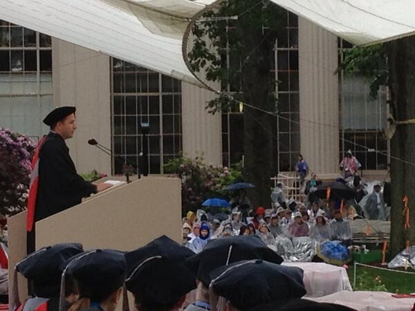 MIT Commencement speaker, Drew Houston, co-founder and CTO of Dropbox on stage of the Killian Court in rain. pic.twitter.com/3eUkaiQkKD