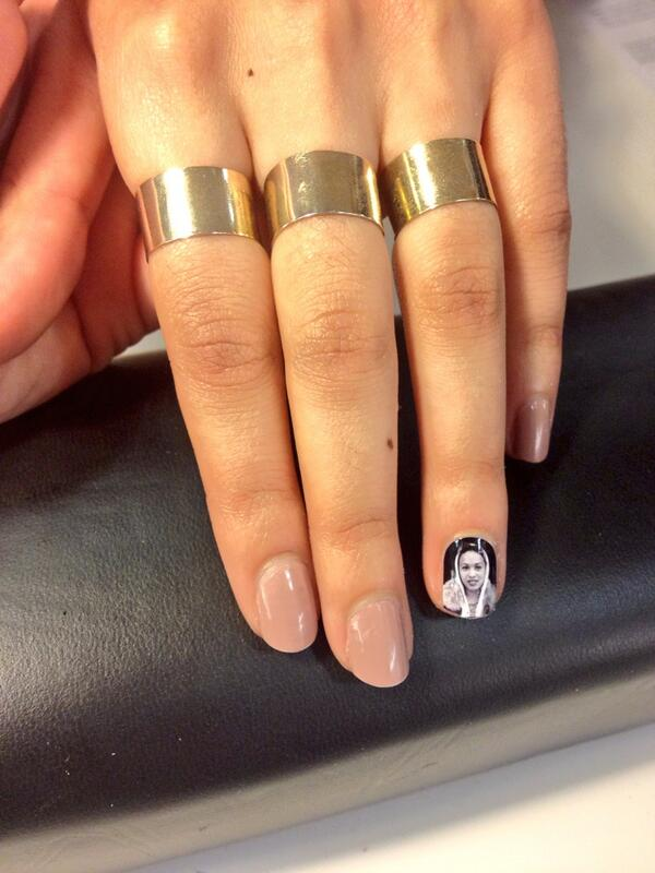 First nail wrap done! @rupinder__'s choice: @venusxGG #femiheroes #LateAtTate pic.twitter.com/unBxY3QI8n