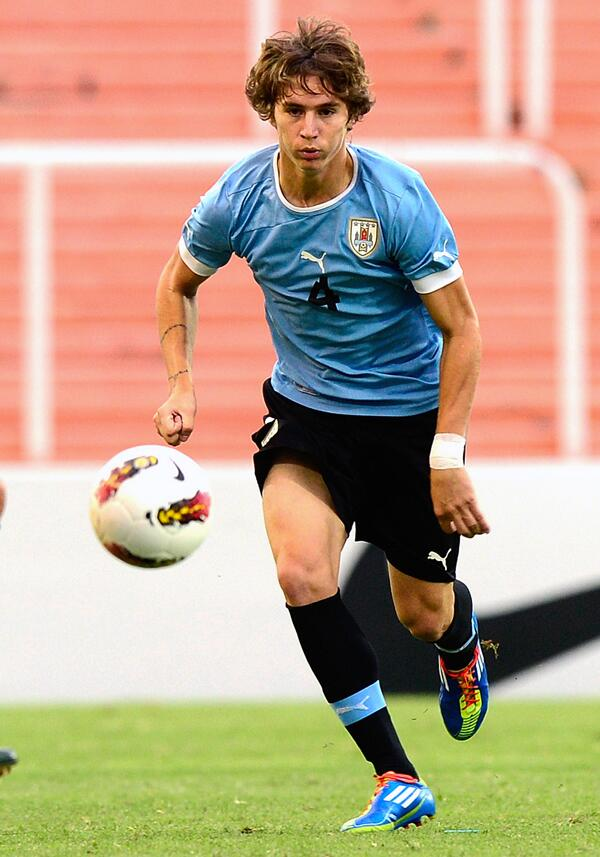 Manchester United announce the signing of Uruguayan defender Guillermo Varela http://t.co/i85ZVxdaYZ #mufc http://t.co/vv06X0e3Qy