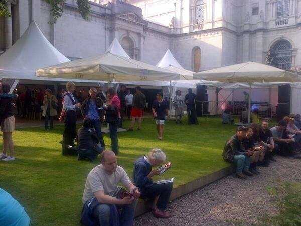 Music has started at #LateAtTate - glorious summer evening in London @Tate pic.twitter.com/Vig9fAPrYJ