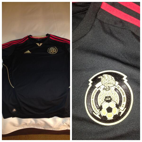 Nice suprise from Sony Mexico when we arrived! The Mexican football jersey! Love it! http://t.co/xaA8bsZtmU