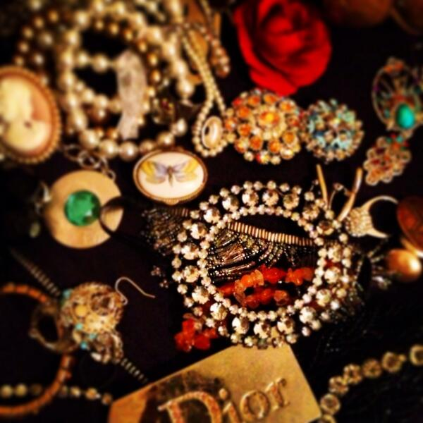Lots of Beautiful vintage jewellery selling tomorrow at Pimlico bootfair @Capitalcarboot http://t.co/ejA1GD0U0D