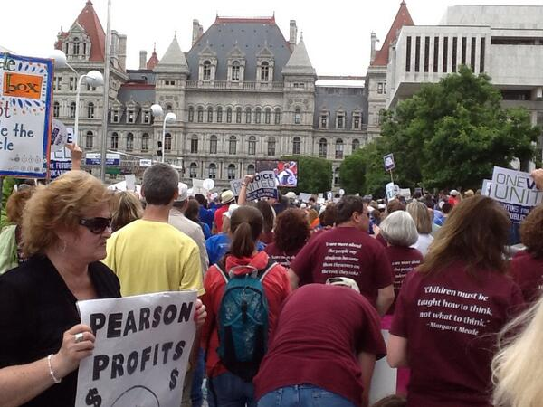 Huge crowd on the plaza in Albany! Awesome rally! Great job, NYSUT! We spoke with one voice! #rallyjune8 @nysut pic.twitter.com/bayOLFQ2Kd
