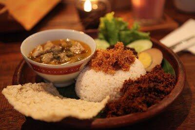 Nasi Krawu,, spesial nya Warung Suluh, mampir yuk dicoba @fbhosoi @ShintaKusman @robertstevan @Kuliner_Bandung http://t.co/AR1FYGT7Rx