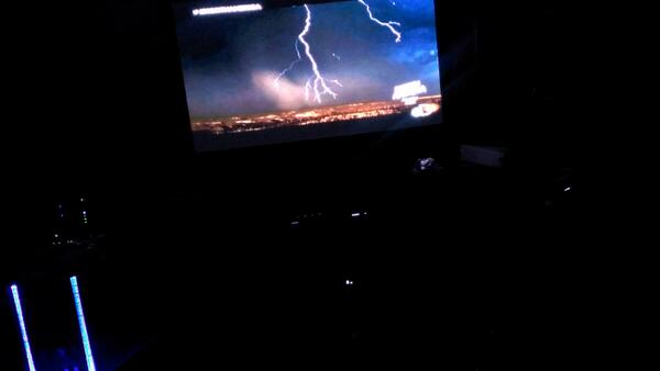 Cool photo!! RT @goingbigger: Are you watching #NorthAmerica @Discovery #Phoenix http://t.co/TSowV9E8J2