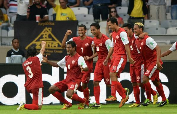 Tahitis Tehau scores an unforgettable goal v Nigeria, team celebrate by boat paddling