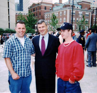 circa 1998, Gov Cellucci was nice enough to stop & take pic with my Case Mgr & youth client #bospoli #mapoli pic.twitter.com/VSQmN9ascJ