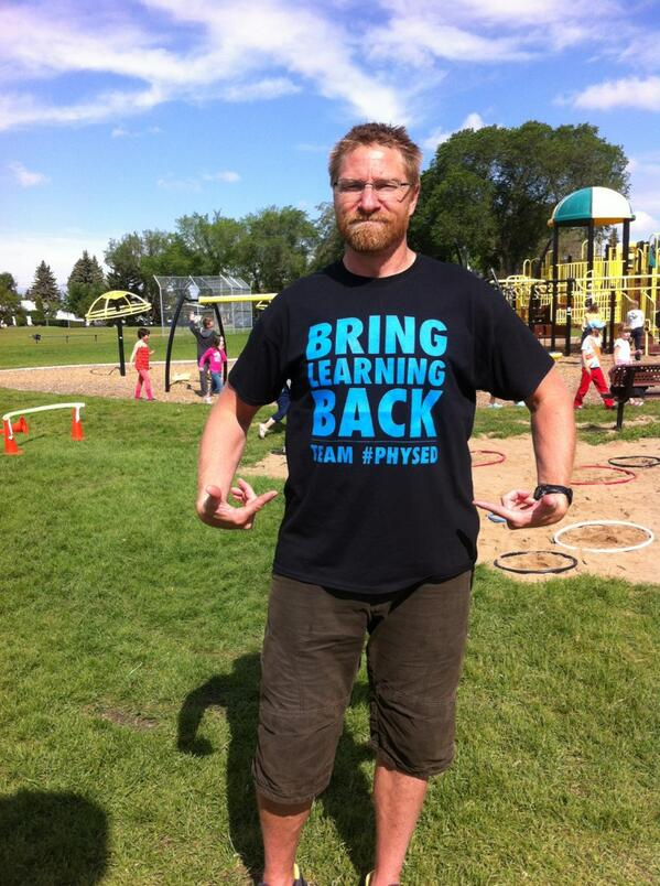 Rocking my @phys_educator t-shirt at a play day. #physed @wellnessrf pic.twitter.com/8u8whqqtP9